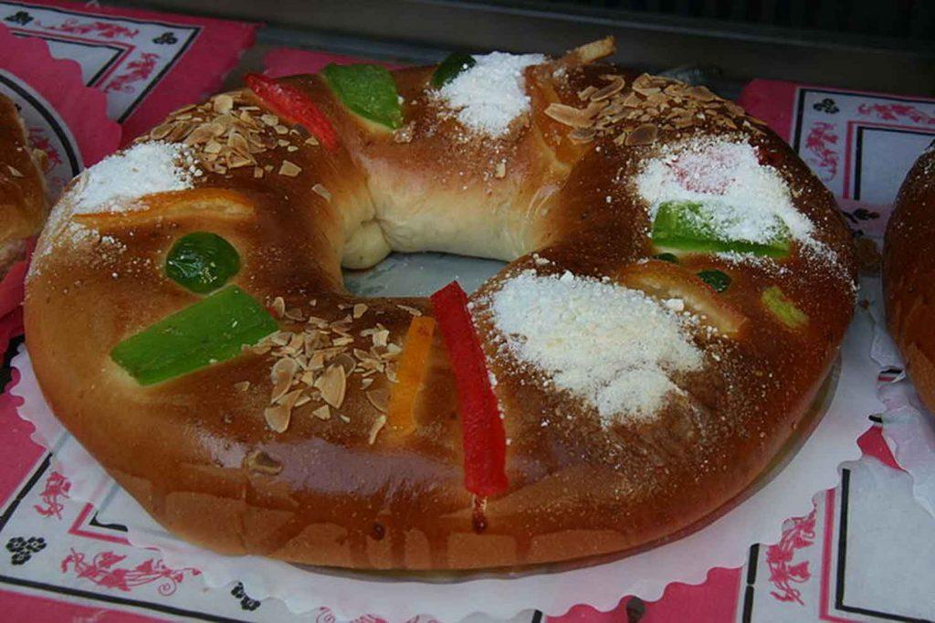 Rosca de Reyes Photo credit Tamorlan, Wikipedia