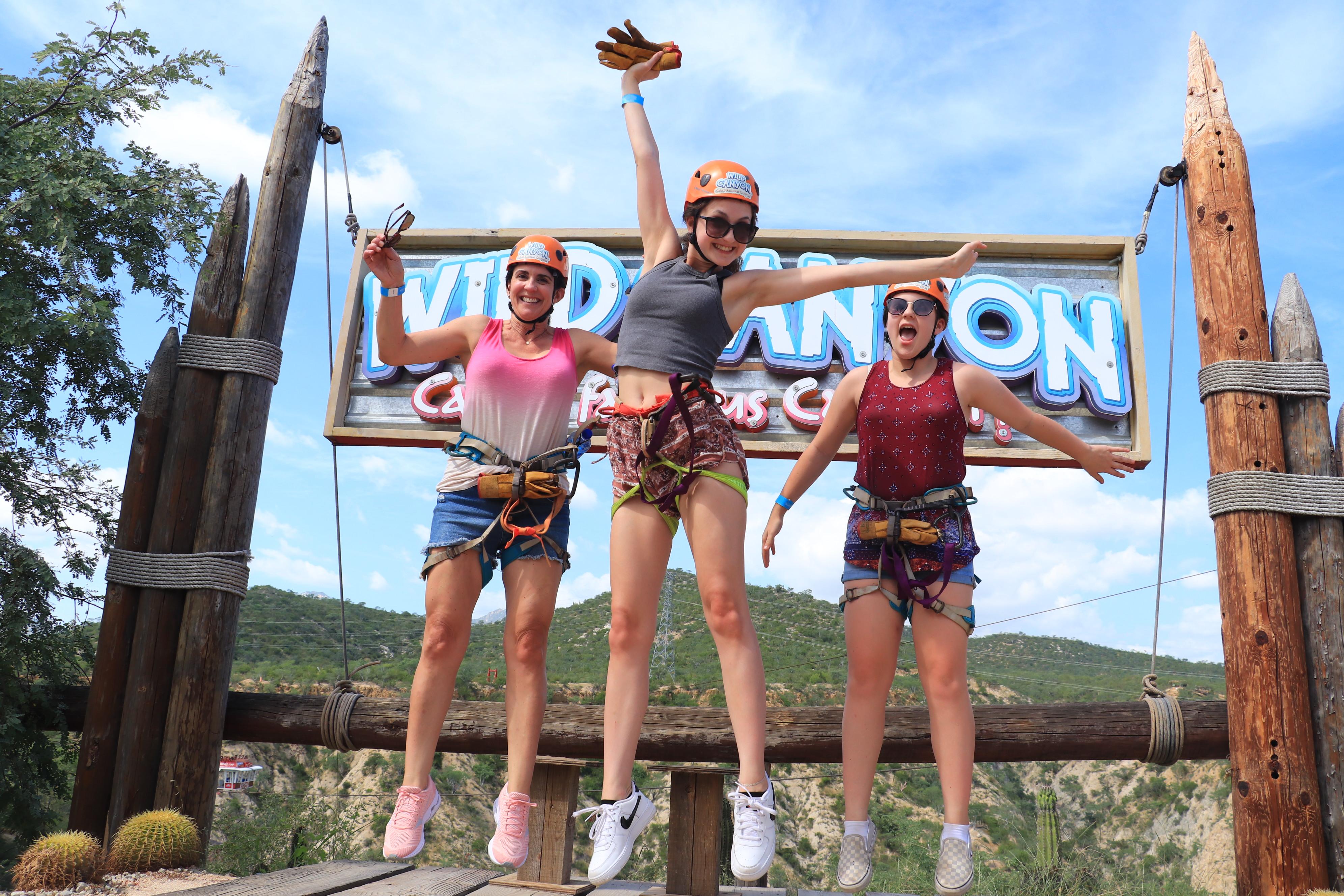 visitantes en Wild Canyon en Los Cabos